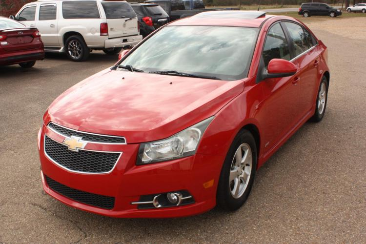 2013 Victory Red /black Chevrolet Cruze 1LT Auto (1G1PC5SB7D7) with an 1.4L L4 DOHC 16V TURBO engine, 6-Speed Automatic transmission, located at 401 First NE, Bearden, AR, 71720, (870) 687-3414, 33.726528, -92.611519 - Photo #0