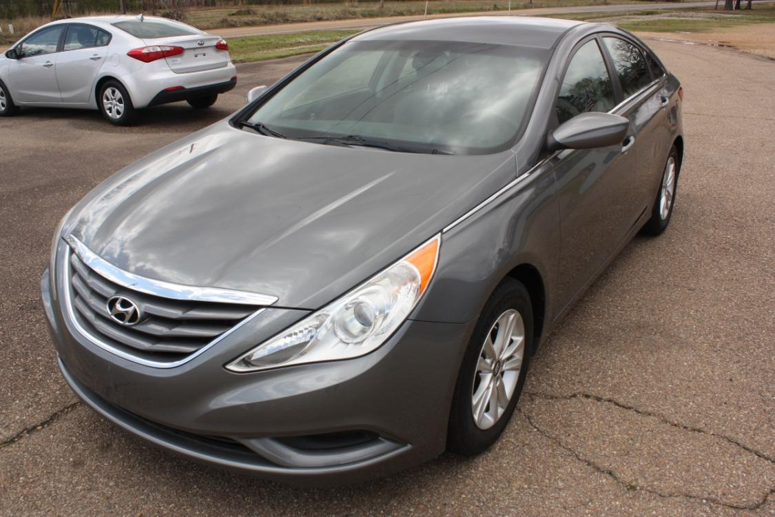 2013 Harbor Gray Metallic /grey Hyundai Sonata GLS (5NPEB4AC1DH) with an 2.4L L4 DOHC 16V engine, 6-Speed Automatic transmission, located at 401 First NE, Bearden, AR, 71720, (870) 687-3414, 33.726528, -92.611519 - Photo #0